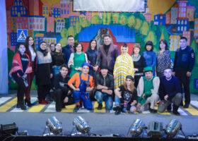 В «Сулпане» состоялась премьера спектакля «Спасите мигай Светофорыча»